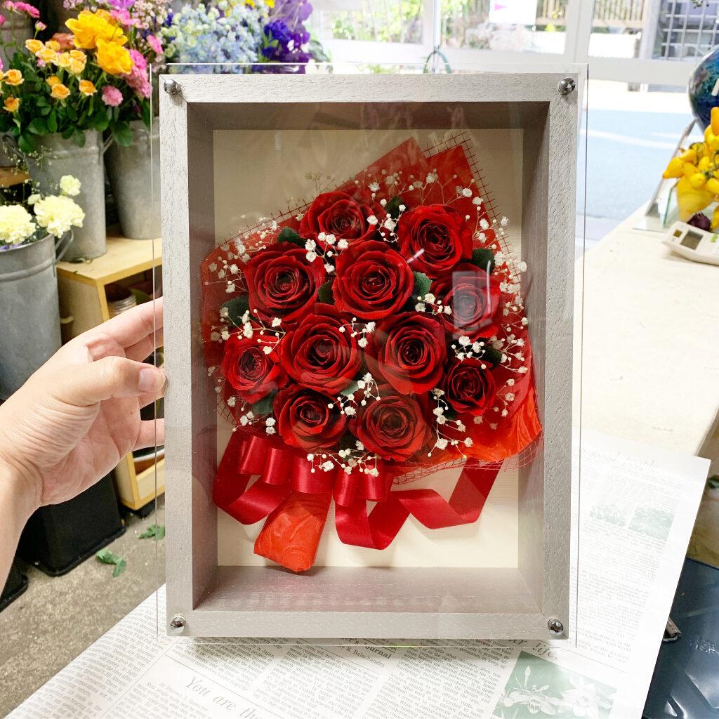 プリボックスのシルバーに赤薔薇をアレンジ