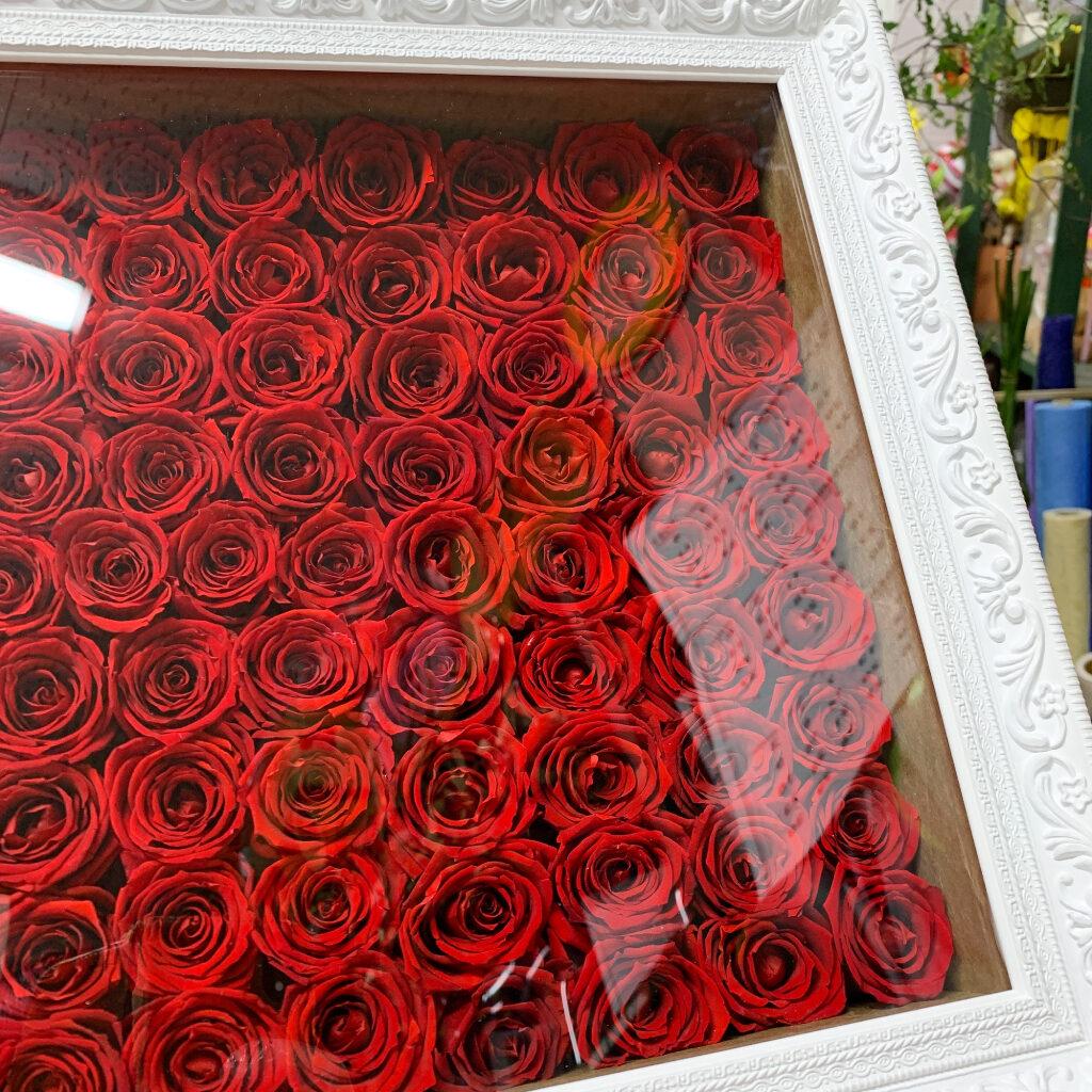 プリザーブド加工の赤薔薇108輪のアレンジ(ラッピング使用)