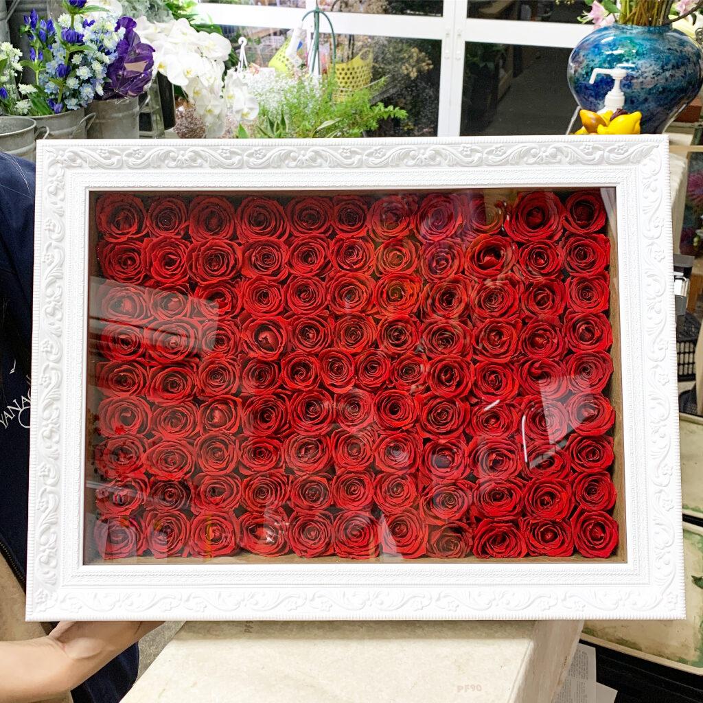 赤薔薇108本のプリザーブドフラワー加工アレンジ