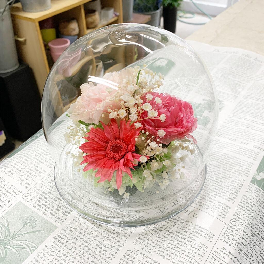 ラウンドドームFにプリザーブドフラワー加工したお花をアレンジ